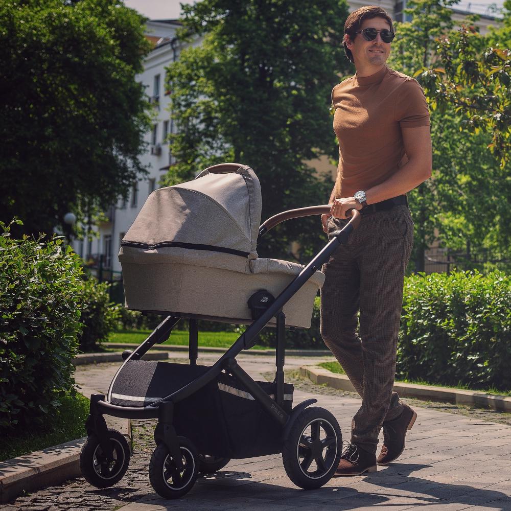 Прогулки с коляской Britax Roemer Smile III Plus