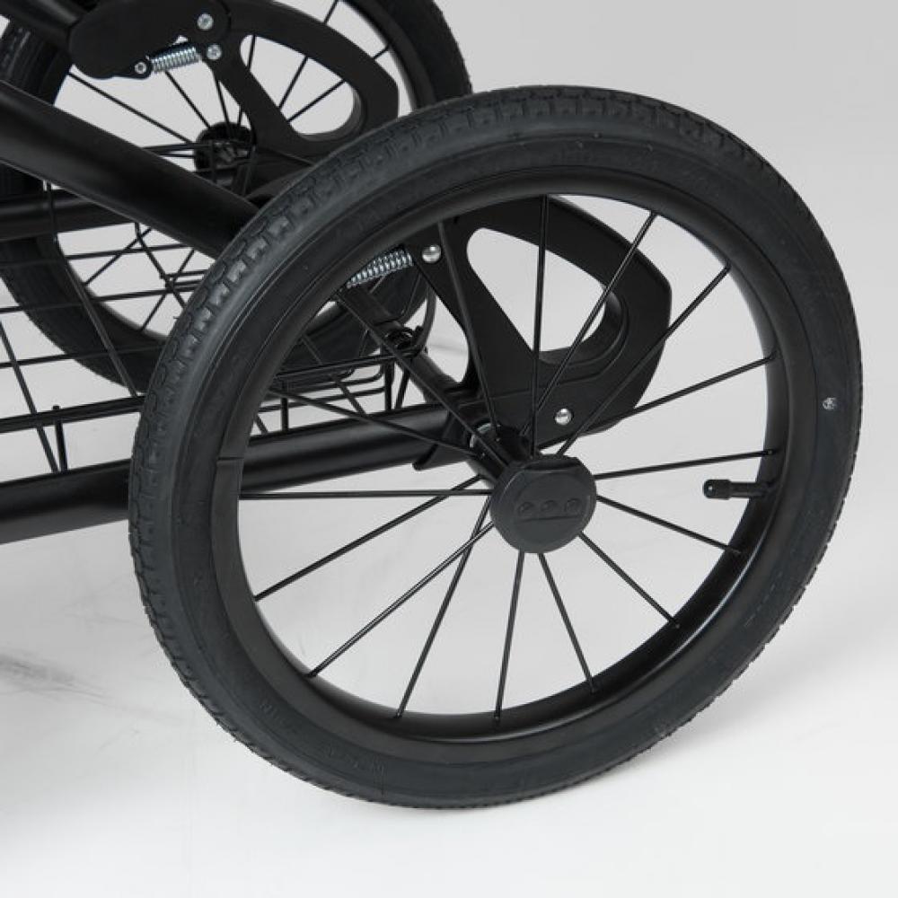 Надувные колеса диаметром 35 см.